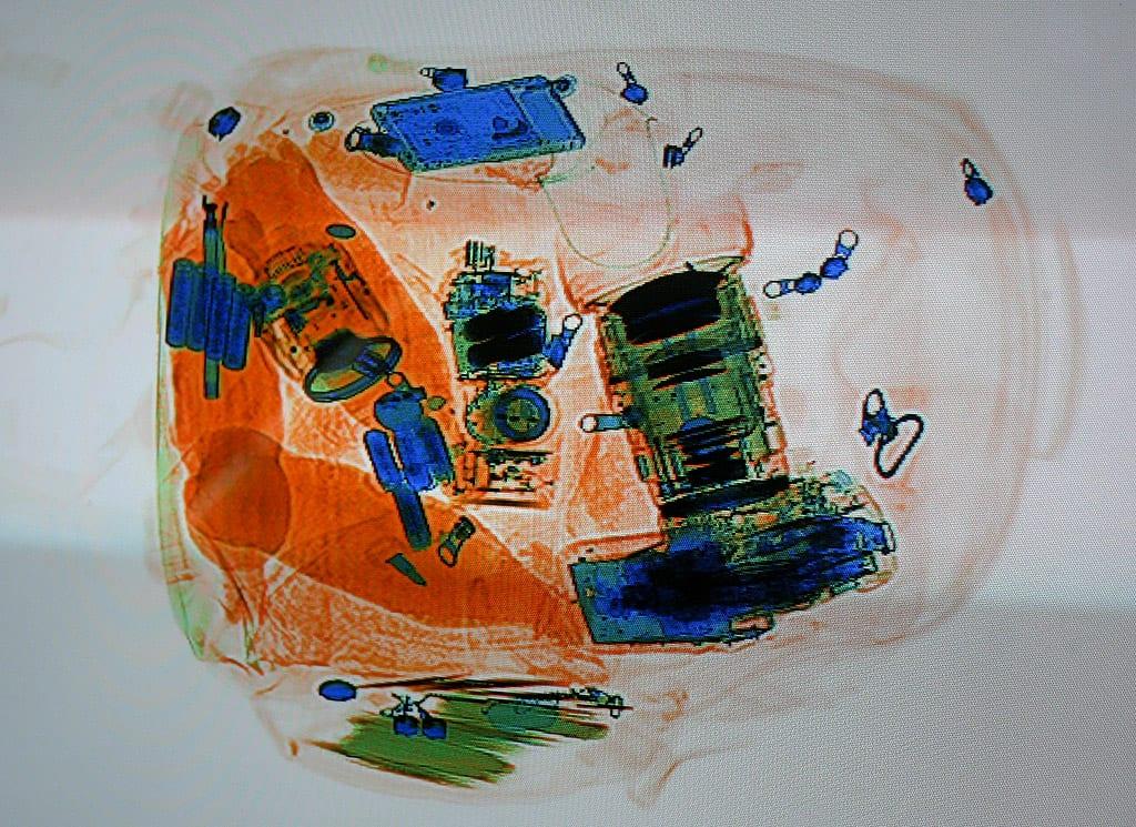 Et røntgenbillede af en rygsæk